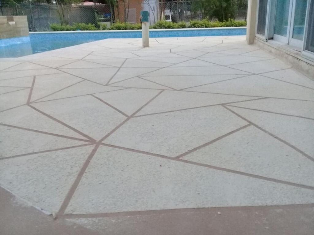 06 Acabados Pisos de Concreto Spray Deck