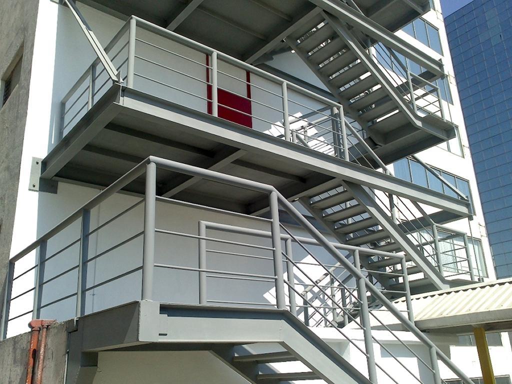 07 Estructuras Metalicas Escaleras de Evacuacion