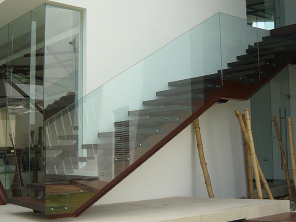 09 Construccion de Aluminio y Cristal Pasamanos